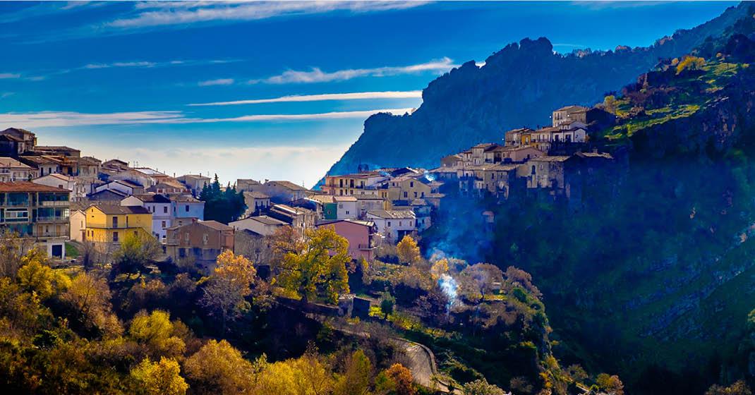 Kalabrien_Reggio_Calabria_Dorf_Berge