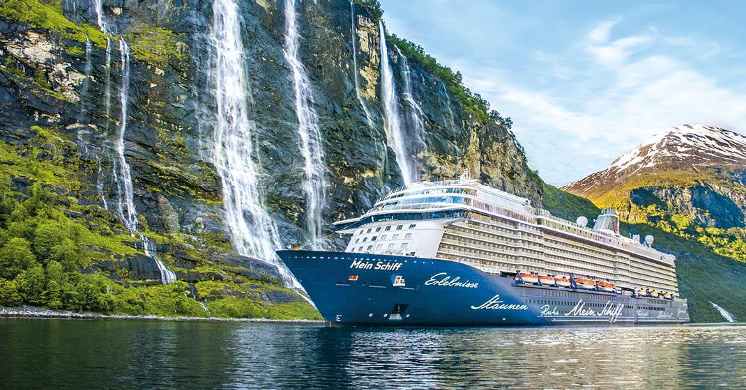 Mein Schiff 4 im Fjord von Norwegen