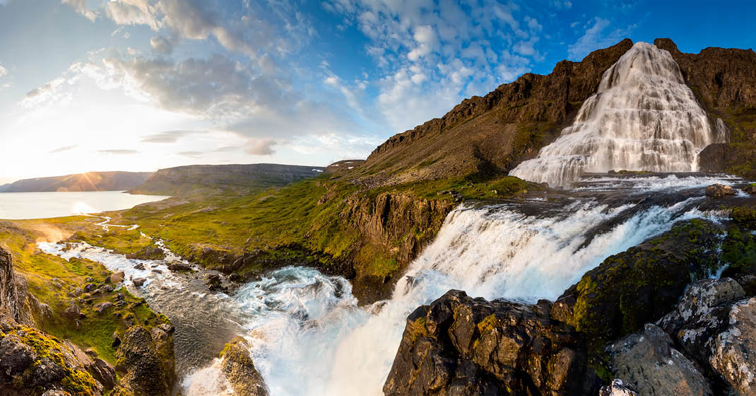 Island, unberührte Natur mit wunderschönen Wasserfällen