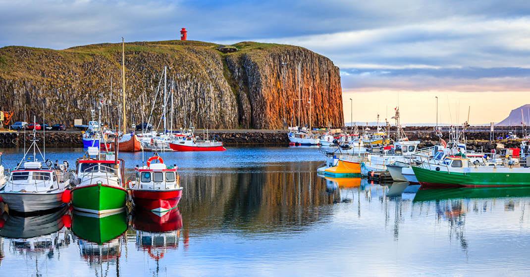 Island, Steilküsten zählen zum Landschaftsbild