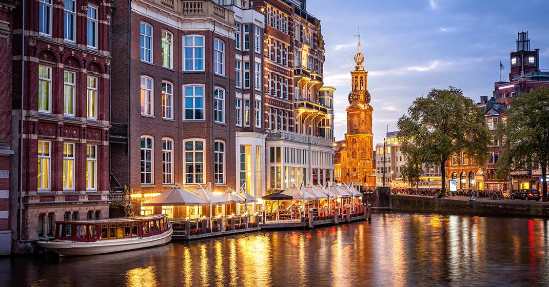 Grachten in Amsterdam am Abend