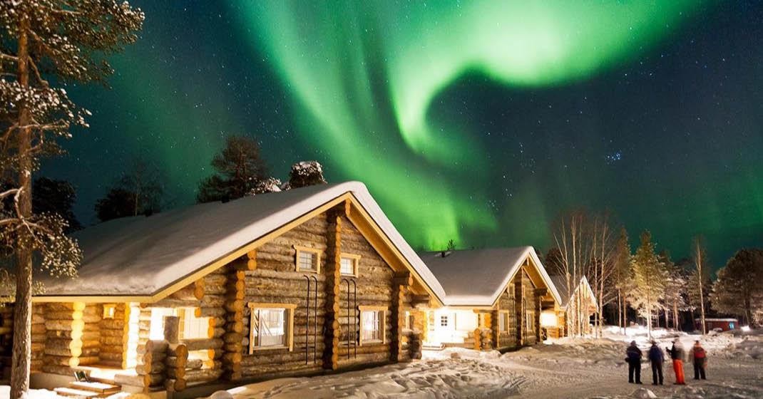 Nordische Polarlichter_Blockhaus mit Polarlicht