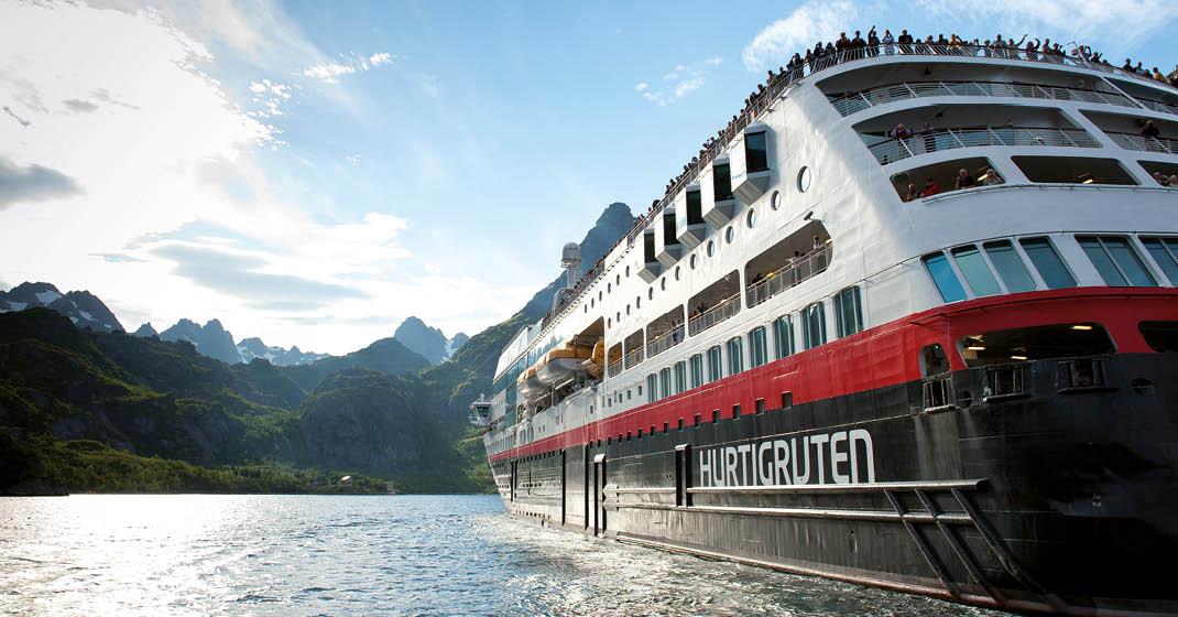 Nordische Polarlichter_Hurtigruten_Schiff