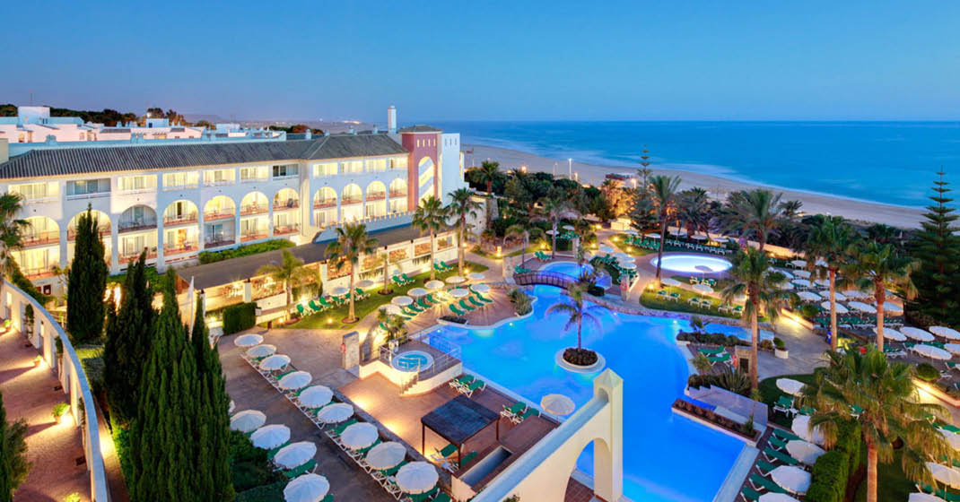 Andalusien_Fuerte_Conil_Hotelansicht_mit_Pool