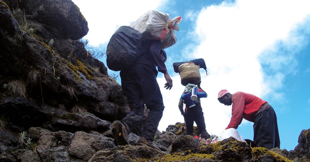 Kilimanjaro_Guides-beim-Aufstieg