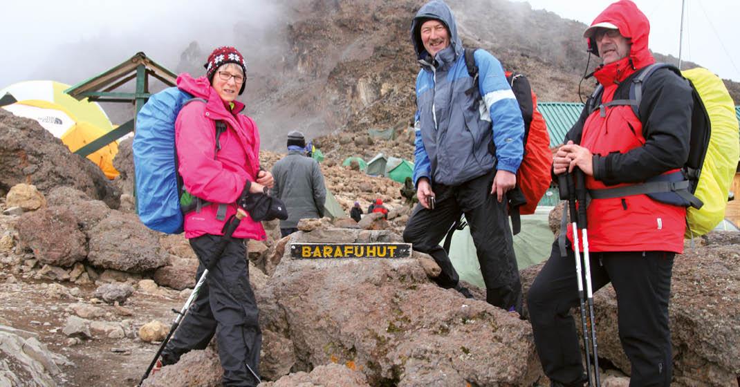 Kilimanjaro_Reisegruppe-im-Camp