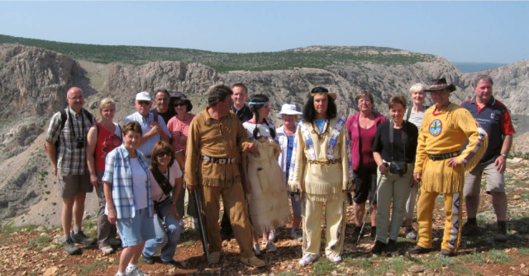 Kroatien-winnetou_Schauspieler-mit-Reisegruppe