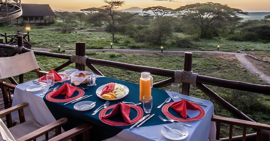 Tansania_Migration_Frühstück-auf-der-Terasse-der-Lodge