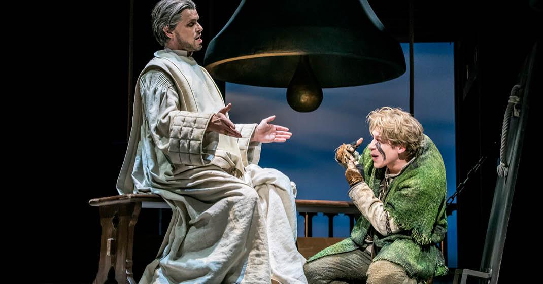 stuttgart_Musical_Der-Glöckner-von-Notre-Dame-Szenenbild
