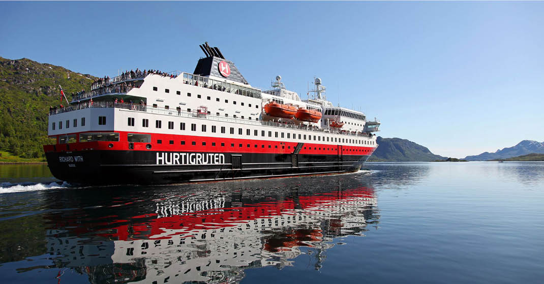 MS Richard With-Herbst mit Hurtigruten_