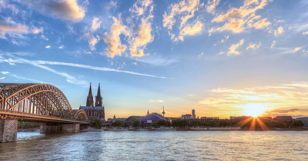 A-Rosa-Flora Blick über den Rhein auf Köln