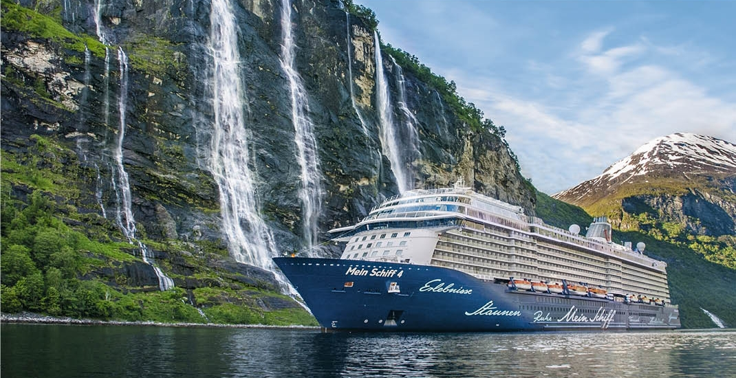Mein Schiff 4_Schiffsansicht im Fjord_