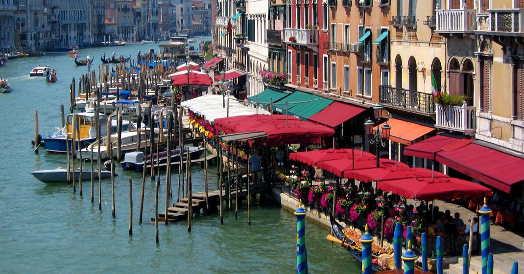 BU8796_Venedig_CanalGrande_Restaurants