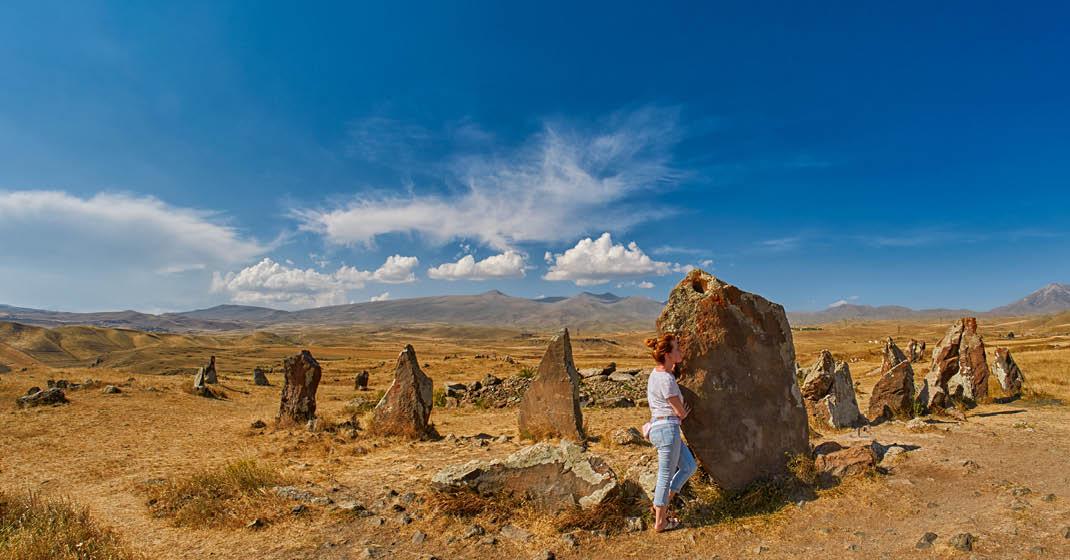 FL9335_Armenien_5000 Jahre alte megalithische Steine an der Seidenstraße
