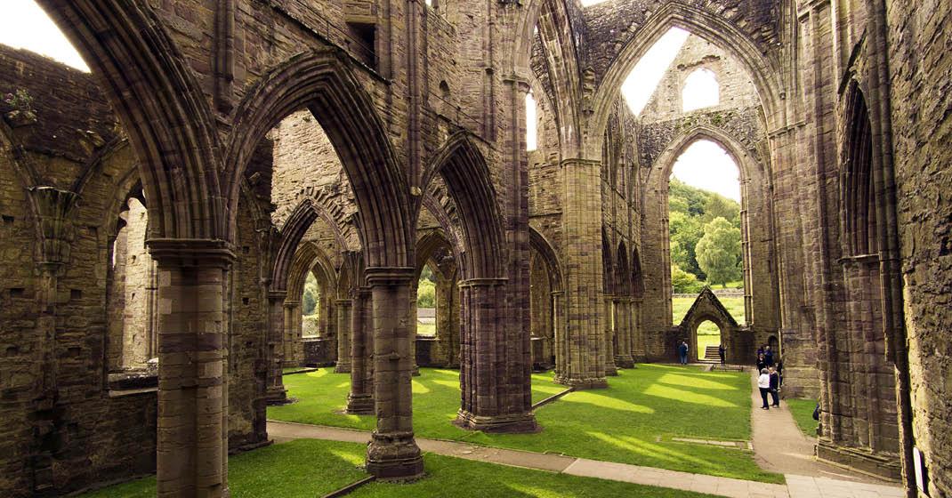 BU0561_Wales_Tintern Abbey