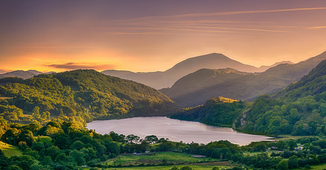 BU0561_Wales_mysthisch